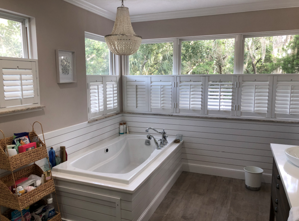 white-cafe-style-shutters-in-a-bathroom.png