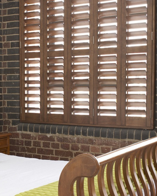 natural-wooden-shutters-in-the-bedroom-(1).png