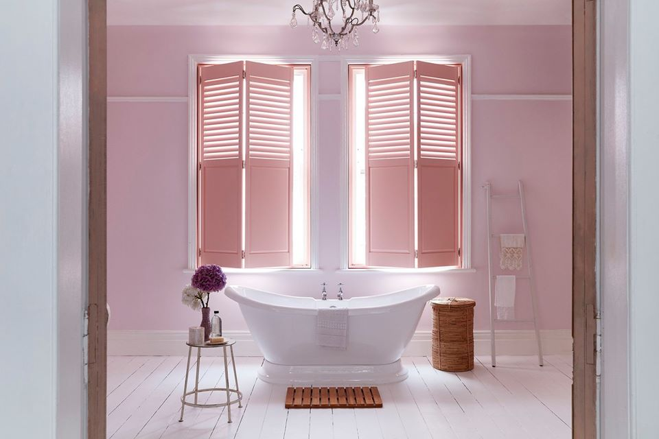 pink-DIY-shutter-ideas-for-the-bathroom.png