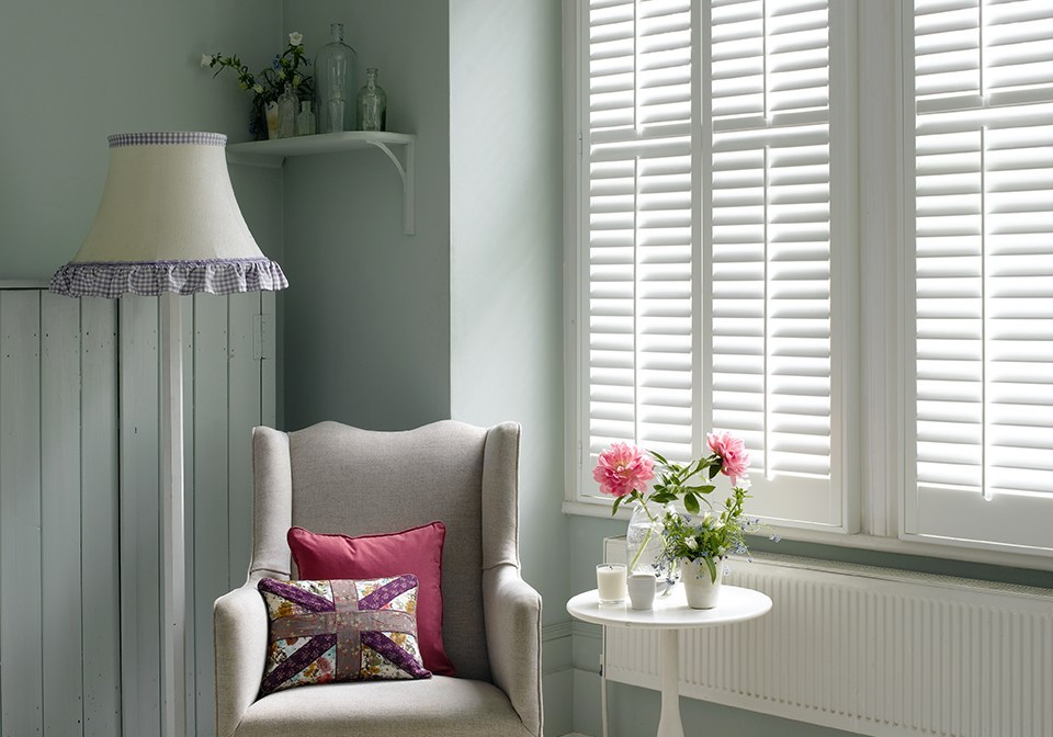 "2 1/2"" white louvered shutters with central pushrods"