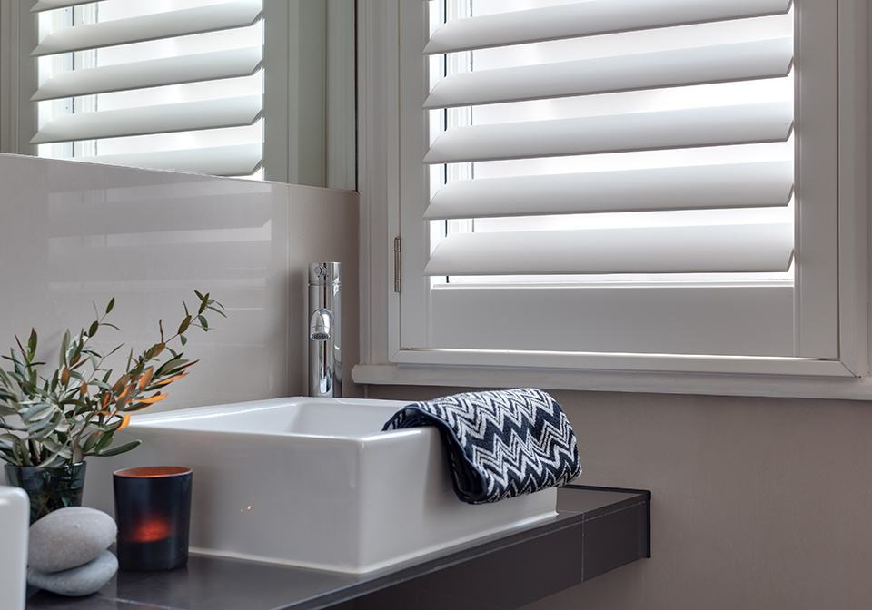 Polyvinyl shutters for a bathroom with wide slats